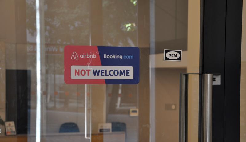 Problémy s pronájmy Airbnb a Booking v bytových domech